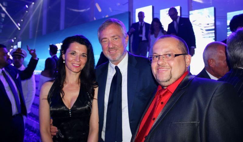 Výkonný předseda MSC CRUISES Pierfrancesco Vago (uprostřed) s Hankou a Pavlem ČÍŽOVÝMI, majiteli CK Riviera Tour.